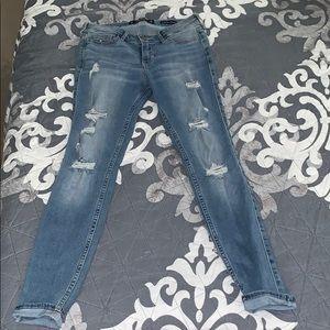 Low-rise super skinny crop jeans